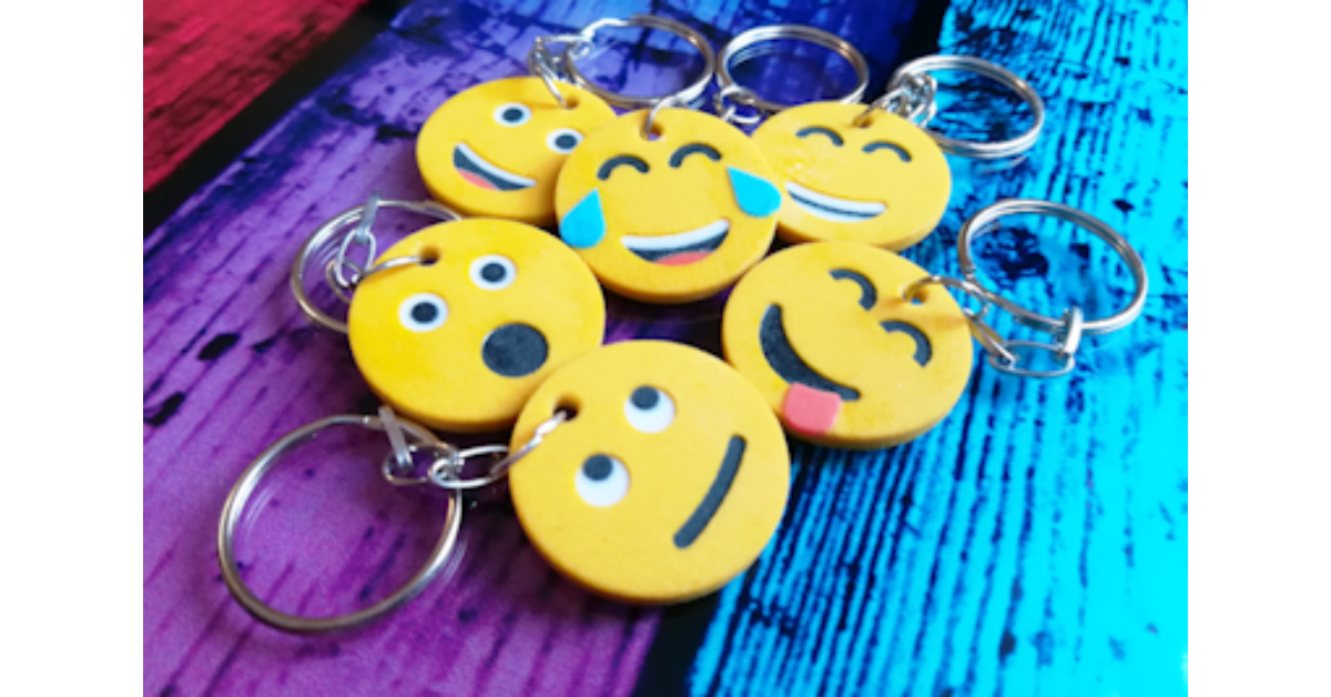 SHOCKED EMOJI Face Surprise Excited Text Phone Keyring Keychain Key Fob Gift